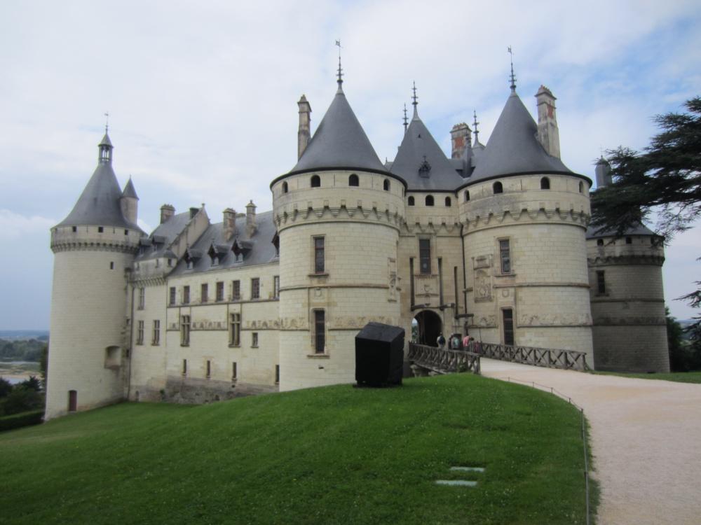 Замки бывают разные… Шомон — прекрасное и безобразное